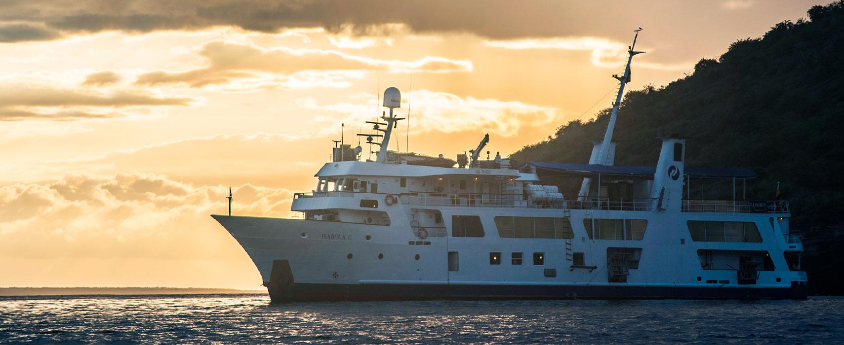 Yacht Isabela Galapagos islands tours