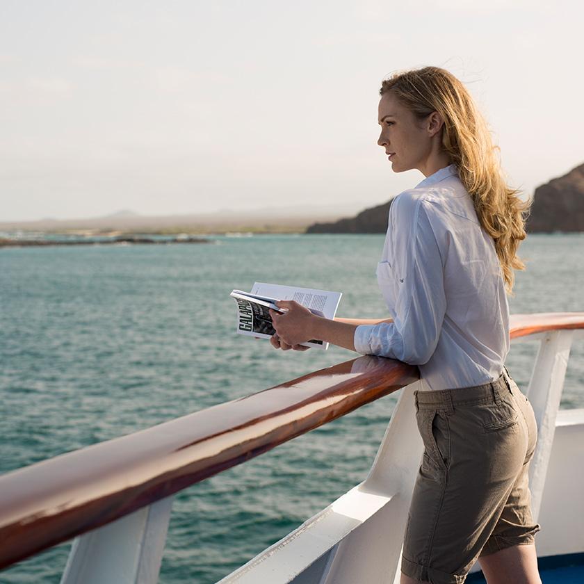 Yacht Isabela features: sun deck